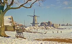 RK-2054 Zierikzee. Bolwerk, met molen Den Haas , in de winter.