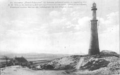 WA-1037 Noordwelle. Ankerdijkje. Vuurtoren Noord-Schouwen. Links de lichtwachterswoning het Oude Anker aan het ...