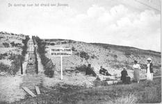 WA-1088 Renesse. Duinovergang met toeristen, telefoon/telegraafdraden onder langs de duinen