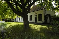 X-4964 Noordgouwe. Heereweg. De Pottere huisjes ook wel Conyers huisjes genoemd. Ze zijn in 1651 gebouwd door Maria de ...