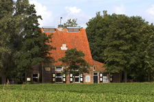 X-4965 Noordgouwe. Zuidbosweg. De tot woonhuis omgebouwde voormalige 19e-eeuwse meekrapstoof Willem III . Tot ca. 1870 ...
