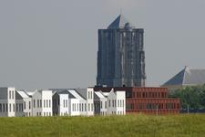 X-5108 Zierikzee. Havendijk. De nieuw gebouwde woningen in de Waterwijk , met op de achtergrond de St. Lievens ...