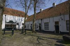 X-5114 Zierikzee. Sint Domusstraat. Sint Jacobshofje. De Vismarkt waar vanaf ca. 1804 de vis bij opslag werd verkocht. ...