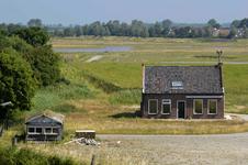 X-5130 Zierikzee. Weldamseweg. Woning van de boerderij Levensstrijd wachtend op de sloophamer, de gebouwen zijn ...
