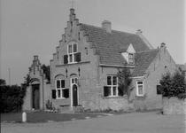 X-5164 Haamstede. Sluispad. Huize 'Het Oude Anker'. Een oude boerenwoning die tussen 1917 en 1918 is omgebouwd tot ...