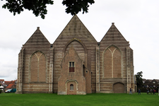 X-5481 Brouwershaven. Sint Nicolaaskerk. Driebeukig bakstenen gebouw daterend uit 16e eeuw met een oudere kap