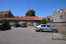 X-5596 Zierikzee. Hogemolenstraat. Parkeerplaats. Op deze plek werd in 1896 een wielerbaan geopend door de weduwe A. ...