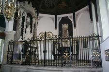 X-5702 Dreischor. Ring. Nederlands Hervormde Kerk (Adriaanskerk). De opgeknapte grafkapel met gerestaureerde ...