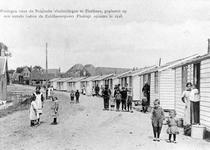 ZG-0198 Zierikzee. Opvang Belgische vluchtelingen tijdens de Eerste Wereldoorlog. Noodwoningen op een terrein buiten de ...