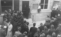ZG-0381 Zierikzee. Meelstraat. Onthulling gedenksteen ter nagedachtenis van de geëxecuteerde politieagent en verzetsman ...