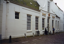 ZM-0334 Zierikzee. Poststraat 45. Sinds 1863 Burgerweeshuis. Het gebouw dateert uit omstreeks 1730.