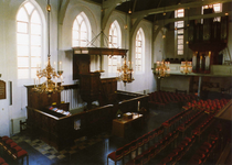 ZM-0883 Zierikzee. Gasthuiskerk. Zeventiende eeuws doophek en preekstoel. Rechts: het 1964 daterende Marcussenorgel.
