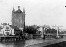ZM-2019 Zierikzee. Zuidhavenpoort, gezien vanaf de Nieuwe Haven.