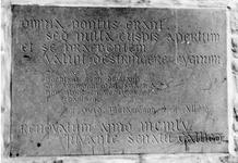 ZM-3111 Zierikzee. Havenpark. Gedenksteen , in 1955 aangebracht in de muur van het Vrijpoortje en Havenpark 1, huis In ...