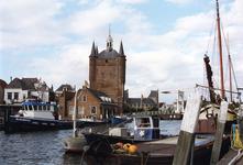 ZM-3220 Zierikzee. Nieuwe Haven. Zuidhavenpoort, gezien vanaf de Engelse Kade.