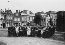 ZS-0635 Zierikzee. Kraanplein. Het gedenkteken rechts op de foto is opgericht op 5 augustus 1924 t.g.v. het bezoek van ...