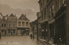 ZS-1492 Zierikzee. Schuithaven. Links in het midden: handel in kruidenierswaren, tabak en sigaren van Marina Maatje van ...
