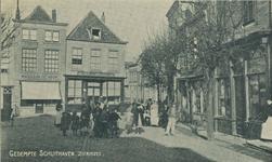 ZS-1493 Zierikzee. Schuithaven. Links: het magazijn De Hoop van Willem Anthonij Wieriks; rechts daarnaast de ...
