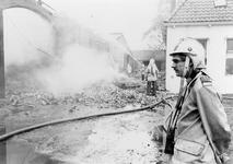 ZZG-0237 Zierikzee. Locatie onbekend. Vrijwillige brandweer in actie. Rechts: Dik Quant.