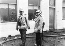 ZZG-0238 Zierikzee. Locatie onbekend. Vrijwillige brandweer in actie: links commandant Huib Fierens, rechts Hans Bergmans.