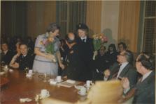 121 Bijeenkomst in het gemeentehuis ter gelegenheid van de onderscheiding van brandweercommandant E.L. de Vriend bij ...