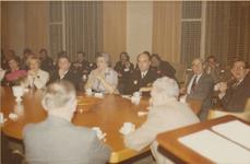 124 Bijeenkomst in het gemeentehuis ter gelegenheid van de onderscheiding van brandweercommandant E.L. de Vriend bij ...