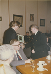 126 Bijeenkomst in het gemeentehuis ter gelegenheid van de onderscheiding van brandweercommandant E.L. de Vriend bij ...