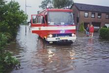 960173 Wateroverlast op de hoek van de Statenstraat en de Tiendstraat in de wijk St. Albert te Sas van Gent na hevige ...