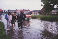 960183 Wateroverlast in de Beneluxstraat in de wijk St. Albert te Sas van Gent na hevige regenval