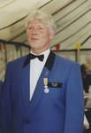 970089 Eeuwfeest van de Harmonie de Vereenigde Vrienden te Sas van Gent. Rogier Neyt met een onderscheiding