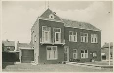 BRU-P-15 Het gemeentehuis met politiebureau aan de Poststraat te Bruinisse