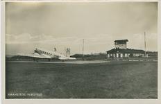 HAA-P-17 Het vliegveld aan de Torenweg te Haamstede met het vliegtuig Dakota KLM PH-AKT
