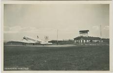 HAA-P-18 Het vliegveld aan de Torenweg te Haamstede met het vliegtuig Dakota KLM PH-AKT