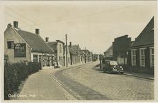 OGT-P-10 De Meirstraat te Oud Gastel met auto met Zeeuws kenteken K-4099 (eigenaar J. Torbijn uit Goes)