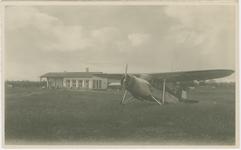 RUC-P-10 Een vliegtuig op vliegveld Seppe bij Rucphen