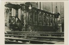 WOU-P-6 Koorbanken in de Rooms-katholieke Sint Lambertuskerk aan het Torenplein te Wouw (in 1944 door de Duitsers verwoest)