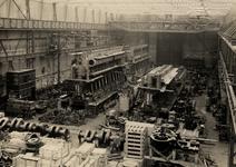 13039 Interieur van de machinefabriek (1919) van de Koninklijke Maatschappij de Schelde (KMS) in Vlissingen met ...