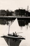 20788 Zeilen op het Kanaal door Walcheren.Op de achtergrond het op 19-10-1932 gedeeltelijk afgebrande hotel 'Albion' ...