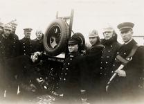 21211 De Vlissingse brandweer. Van links naar rechts Frans vd. Hout, D. Luitwieler, commandant vanaf 1945, overl. in ...
