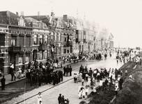 25167 Brandweeroefening in de Coosje Buskenstraat in Vlissingen. Men ziet nog de oude handpompen