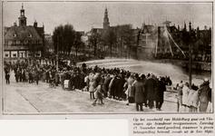 25815 Oefening van de Vlissingse brandweer bij de Voorhaven in Vlissngen. Op de achtergrond links het Beursplein, ...