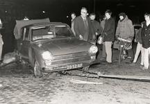 316 Bij de Rembrandtlaan ter hoogte van de Anjelierenlaan reed een auto het water van de leiding in