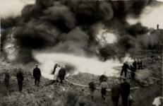 31946 Oefening van de Vlissingse brandweer op het terrein van de Vlismar aan de Prins Hendrikweg in Vlissingen. Het ...