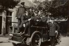 31950 Brandweerlieden en de bagagewagen van de Vlissingse brandweer in Vlissingen