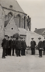 33960 De Vlissingse brandweer in Deinze in België. Kranslegging bij het monument van een gesneuveld brandweerman