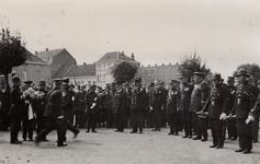 33961 De Vlissingse brandweer in Deinze in België. Kranslegging bij het monument van een gesneuveld brandweerman