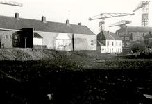 34476 Sanering van de oude binnenstad.Zicht op het hofje van Cornelia Quack of Zeemanserve tijdens het afgraven van de ...