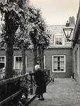 37451 De binnenplaats van het hofje van Quack of Zeemanserve.Het hofje is gesticht in 1643 door Cornelia Quack. De ...