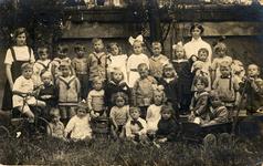 41281 Kleuterklasje van de Nutskleuterschool of het fröbelschooltje in de Hobeinstraat
