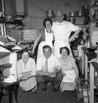 46673 Groepsfoto in de keuken van hotel Goes aan het Bellamypark, hoek Nieuwendijk
